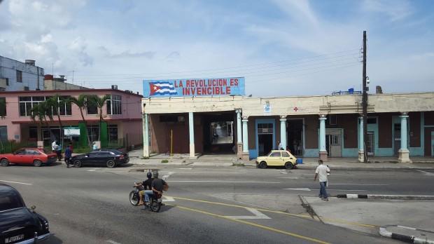 La revolucion es invencible - Cuba
